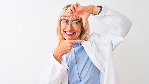 ¿Cómo saber si necesito gafas? Ven a Óptica Do Mar y te mediremos la vista.
